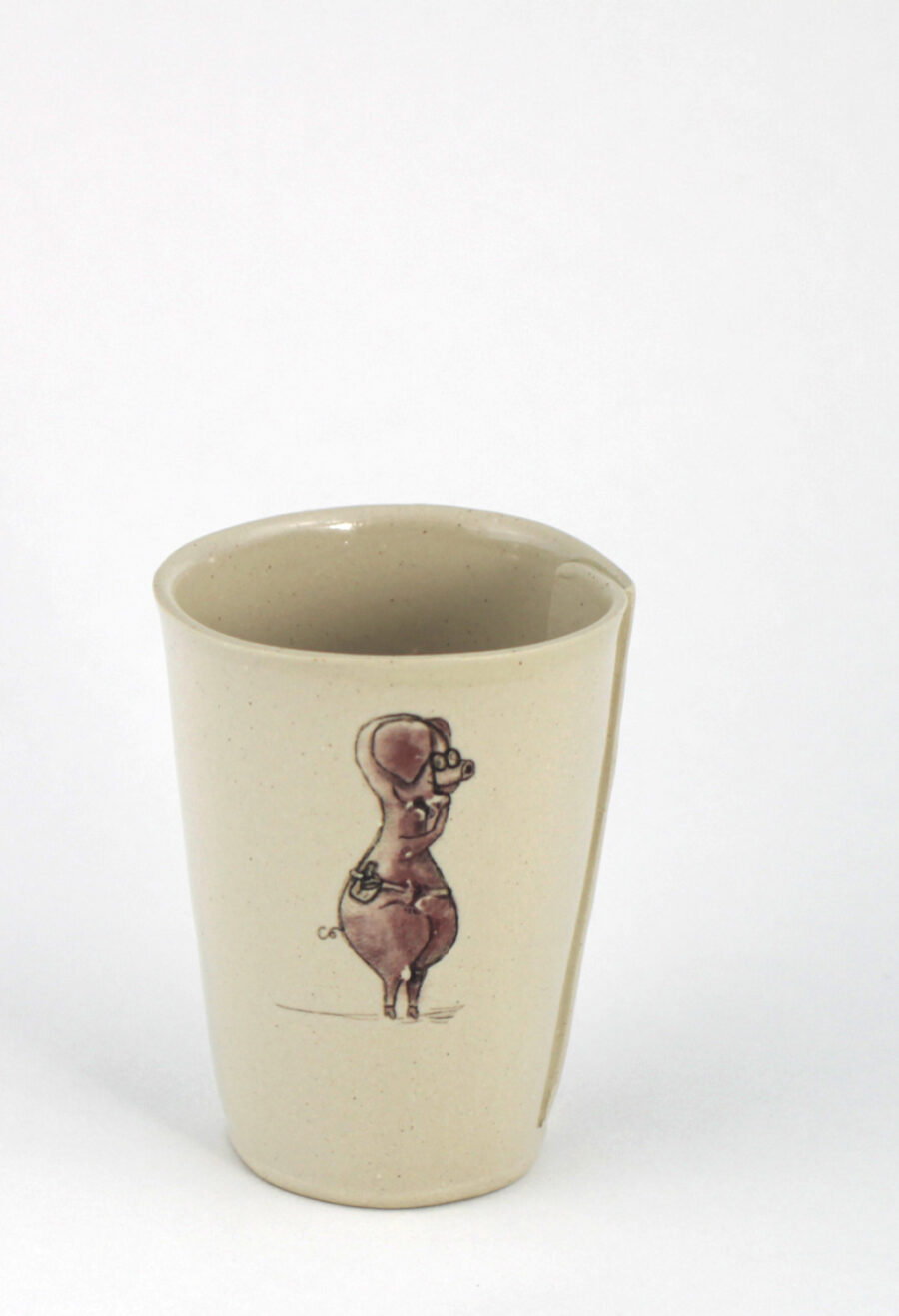 keramikbecher-kaffee-mit-illustriertem-Schwein-am-viehtheater-my-deer-illustrated-ceramics
