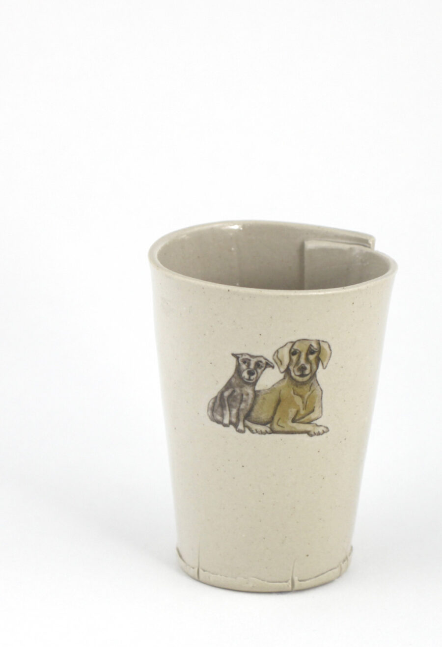 keramikbecher-mit-gezeichneten-Hunden-am-viehtheater-my-deer-illustrated-ceramics