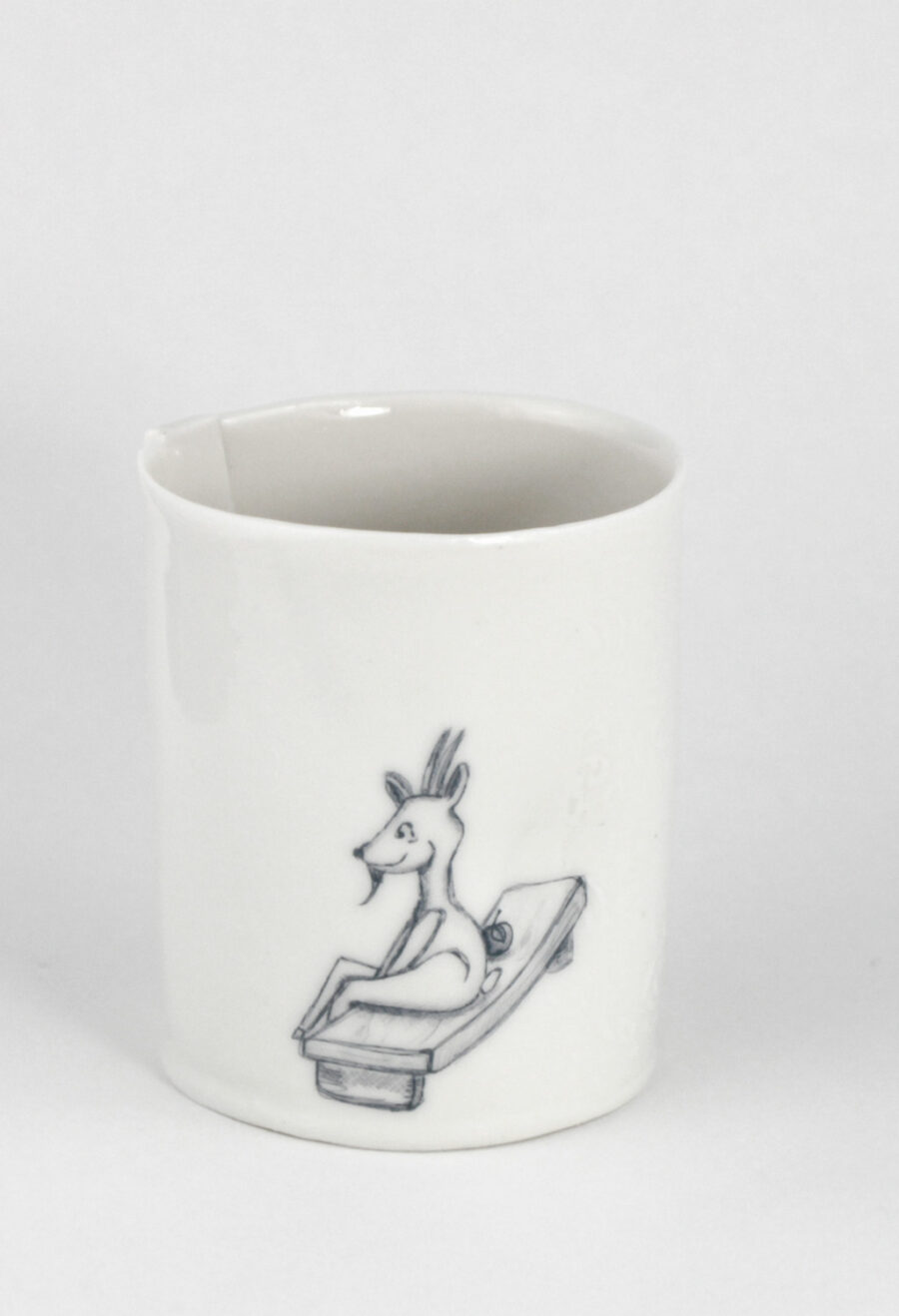 porzellangefäß-mit-niedlicher-ziege-goat-am-viehtheater-my_deer-illustrated-ceramics